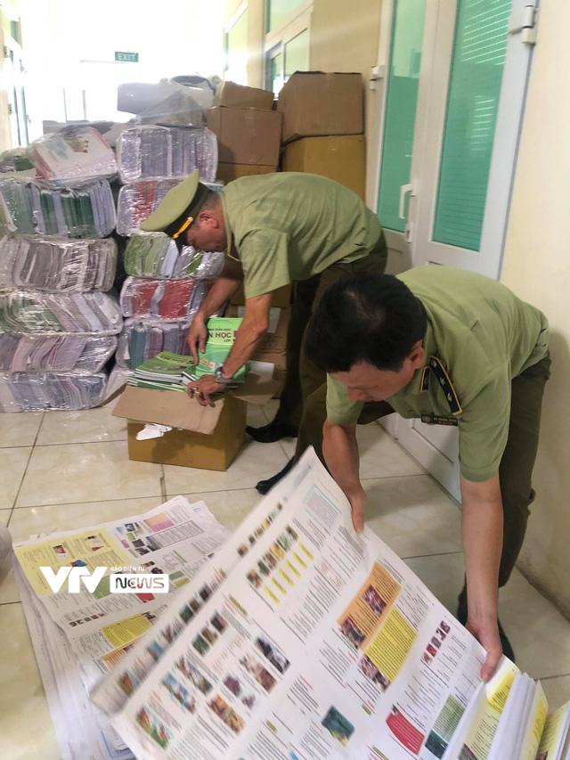 Chuyển hồ sơ sang Công an Hà Nội để điều tra vụ 60.000 sách giáo khoa giả - Ảnh 1.