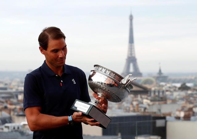 Rafael Nadal ăn mừng chức vô địch Pháp mở rộng 2020 - Ảnh 1.