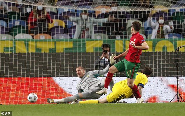 Vắng Ronaldo, Bồ Đào Nha vẫn xây chắc ngôi đầu (UEFA Nations League 2020/21) - Ảnh 2.
