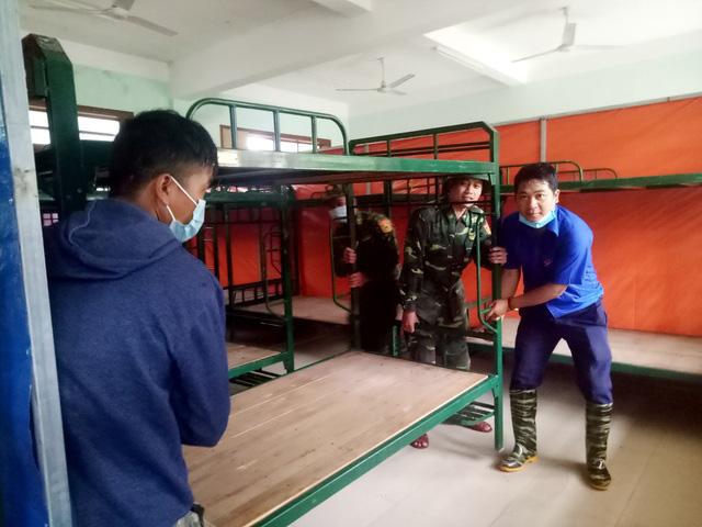 Quảng Trị  lũ lớn, Quảng Nam di dời học sinh để đảm bảo an toàn - Ảnh 2.