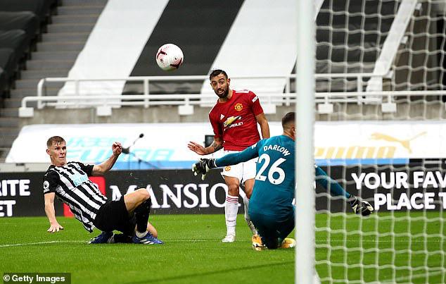 Newcastle 1-4 Man Utd: Bùng nổ cuối trận! - Ảnh 2.