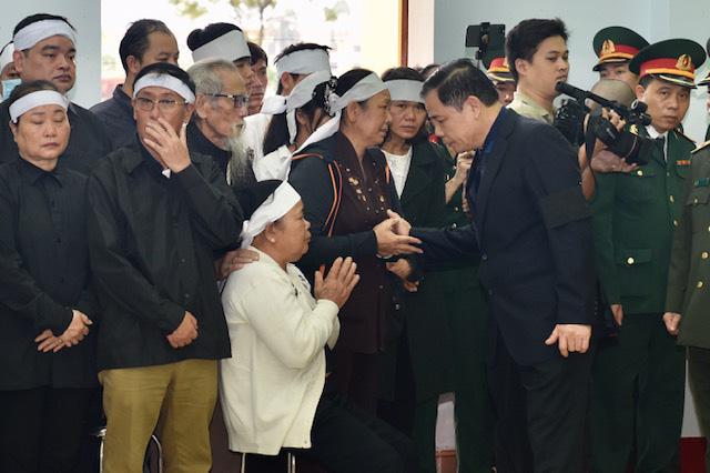 Phó Thủ tướng Trịnh Đình Dũng dự lễ tang 13 đồng chí hy sinh tại Rào Trăng 3 - Ảnh 10.