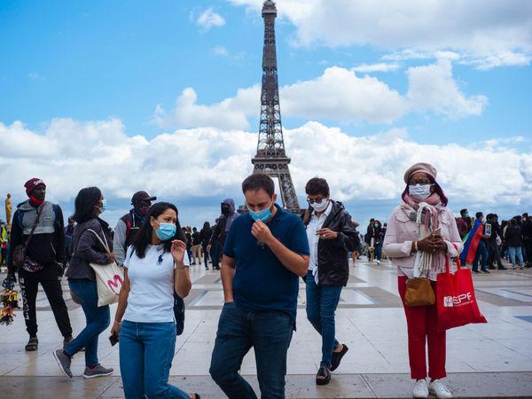 Châu Âu ghi nhận trên 100.000 ca nhiễm COVID-19 mỗi ngày - Ảnh 2.