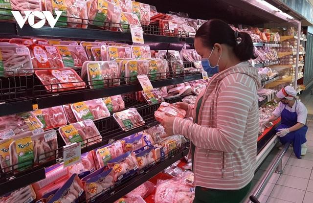 Lợn hơi giảm giá nhưng người tiêu dùng vẫn khó mua được thịt giá rẻ - ảnh 2