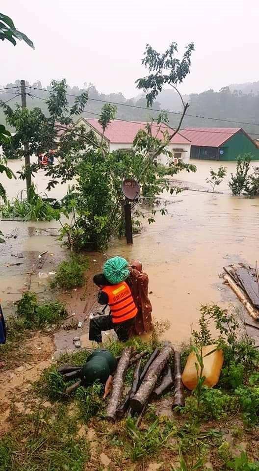 122 người thương vong do mưa lũ ở miền Trung - Ảnh 1.