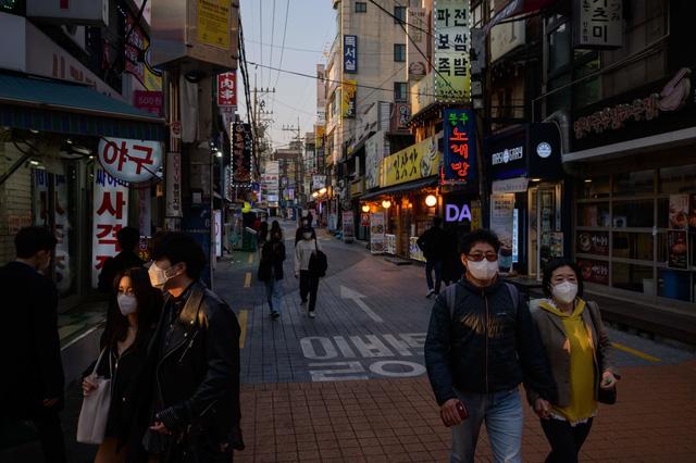 Doanh nghiệp nhỏ Hàn Quốc phải đóng cửa vì COVID-19 gia tăng - Ảnh 1.