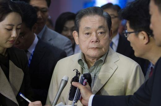 Cổ phiếu các công ty con tăng vọt khi chiếc ghế chủ tịch Samsung bỏ trống - Ảnh 1.