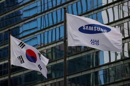 Cổ phiếu các công ty con tăng vọt khi chiếc ghế chủ tịch Samsung bỏ trống - Ảnh 2.