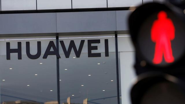 Bất chấp lệnh trừng phạt của Mỹ, doanh thu của Huawei vẫn tăng trưởng - Ảnh 1.