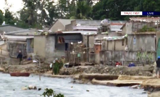 Người dân làng biển Quảng Ngãi đã di dời tránh bão số 9 - Ảnh 1.
