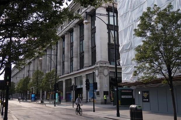 Các ngân hàng tại Anh giảm cho vay mua bất động sản khi nguy cơ vỡ nợ tăng - Ảnh 1.