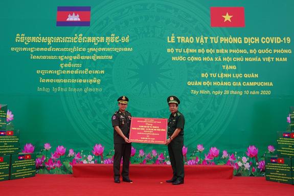 Việt Nam - Campuchia hợp tác chặt chẽ trong phòng chống COVID-19 và quản lý, bảo vệ biên giới - Ảnh 1.