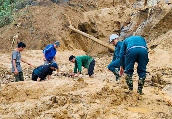 Sạt lở tại Phước Sơn, Quảng Nam: Tìm được 5 thi thể, vẫn còn 13 người mất tích - Ảnh 4.
