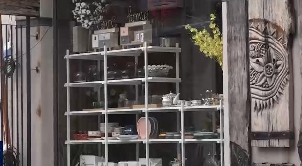 Nhộn nhịp các cửa hàng kinh doanh trong ngõ phố - Ảnh 1.