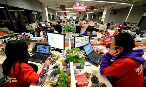 Doanh nghiệp Trung Quốc tất bật chuẩn bị cho ngày hội mua sắm lớn - Ảnh 1.