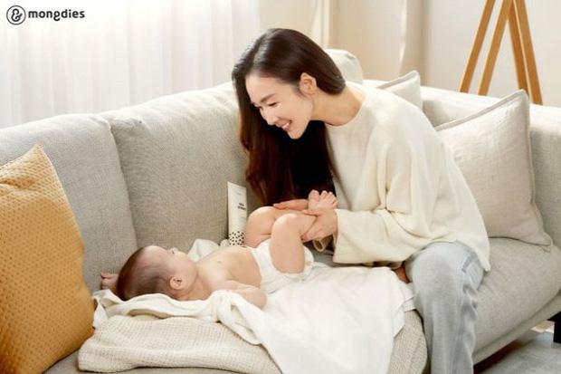 Choi Ji Woo lần đầu xuất hiện sau 5 tháng sinh con - Ảnh 4.