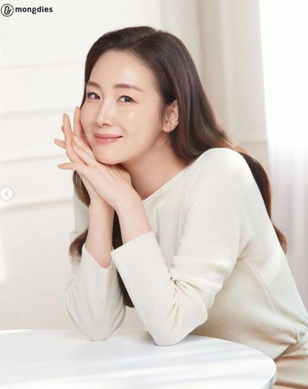 Choi Ji Woo lần đầu xuất hiện sau 5 tháng sinh con - Ảnh 3.