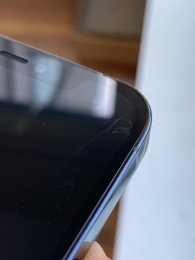 Trang bị mặt kính siêu bền, màn hình iPhone 12 vẫn dễ bị trầy xước - Ảnh 1.