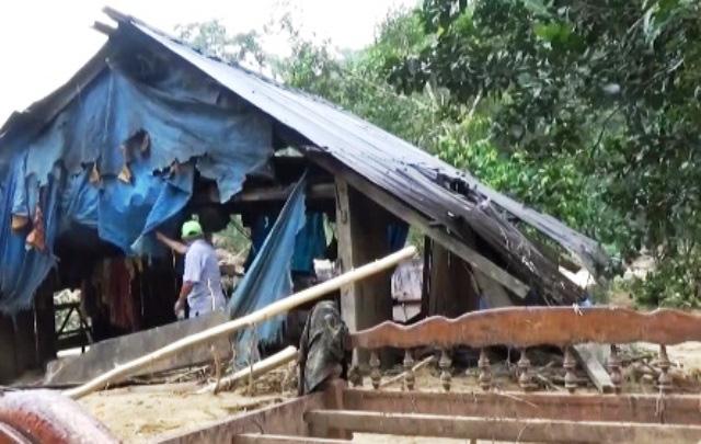 Đã tiếp cận ngôi làng có gần 80 hộ dân bị cô lập ở Quảng Nam - Ảnh 4.