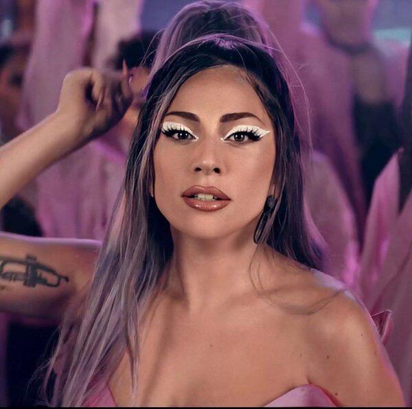 Đề cử EMAs 2020: Lady Gaga dẫn đầu, BTS và BLACKPINK đều góp mặt - Ảnh 1.