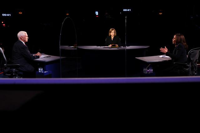 Hai ứng cử viên Phó Tổng thống Mỹ bước vào cuộc tranh luận trực tiếp duy nhất - Ảnh 1.