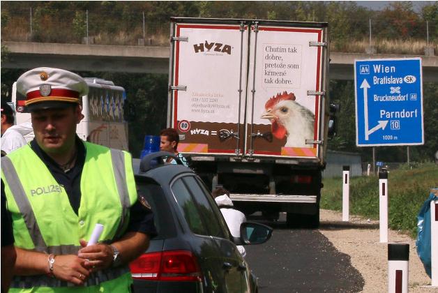 Hungary phát hiện 45 người nhập cư Syria trên xe tải - Ảnh 2.