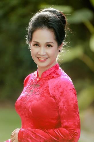 NSND Lan Hương nhận quà đặc biệt nhân ngày Nhà giáo Việt Nam - Ảnh 2.