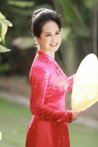NSND Lan Hương nhận quà đặc biệt nhân ngày Nhà giáo Việt Nam - Ảnh 3.