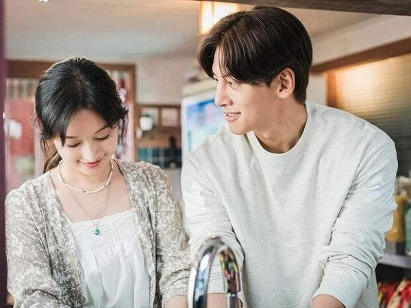 Ji Chang Wook và Kim Ji Won tình tứ trong dự án phim mới - Ảnh 1.
