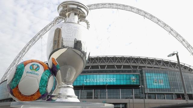 Cuộc đua giành quyền đăng cai EURO 2020  bắt đầu nóng lên - Ảnh 1.