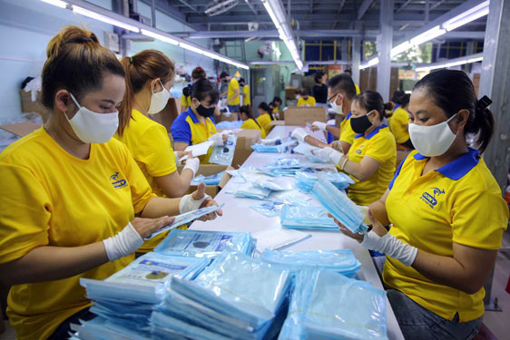 Có thêm 65.000 chỗ làm việc dịp cuối năm, thị trường lao động TP.HCM khởi sắc - Ảnh 1.