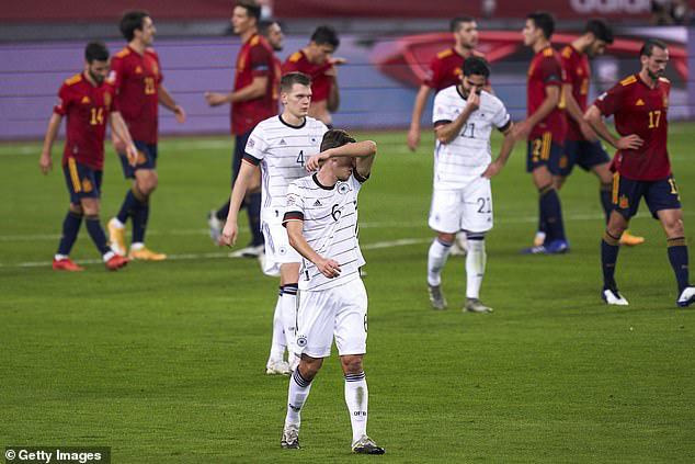 Thảm bại trước ĐT Tây Ban Nha, HLV Joachim Low vẫn được tin tưởng - Ảnh 2.