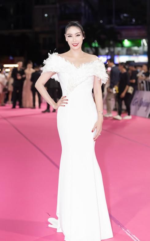 Tiểu Vy, Đỗ Mỹ Linh đọ trang sức bạc tỷ trên thảm đỏ Chung kết toàn quốc Hoa hậu Việt Nam 2020 - Ảnh 8.
