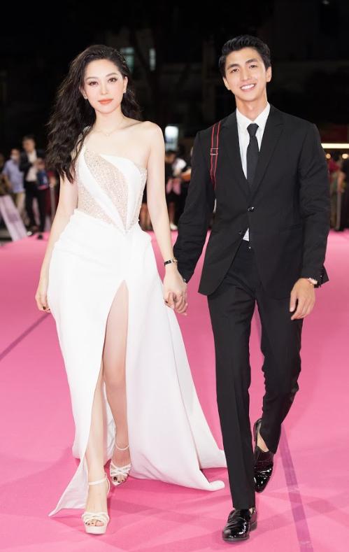 Tiểu Vy, Đỗ Mỹ Linh đọ trang sức bạc tỷ trên thảm đỏ Chung kết toàn quốc Hoa hậu Việt Nam 2020 - Ảnh 12.