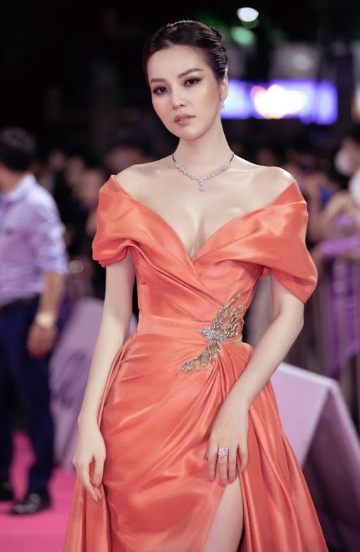 Tiểu Vy, Đỗ Mỹ Linh đọ trang sức bạc tỷ trên thảm đỏ Chung kết toàn quốc Hoa hậu Việt Nam 2020 - Ảnh 7.