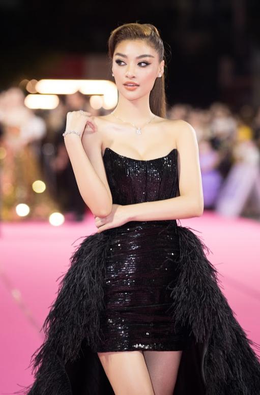 Tiểu Vy, Đỗ Mỹ Linh đọ trang sức bạc tỷ trên thảm đỏ Chung kết toàn quốc Hoa hậu Việt Nam 2020 - Ảnh 11.