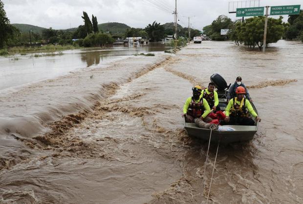Bão Iota gây thiệt hại nặng nề tại Trung Mỹ - Ảnh 1.