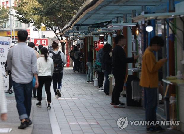 Hàn Quốc phát hiện ổ dịch COVID-19 tại trường luyện thi ở Seoul - Ảnh 1.