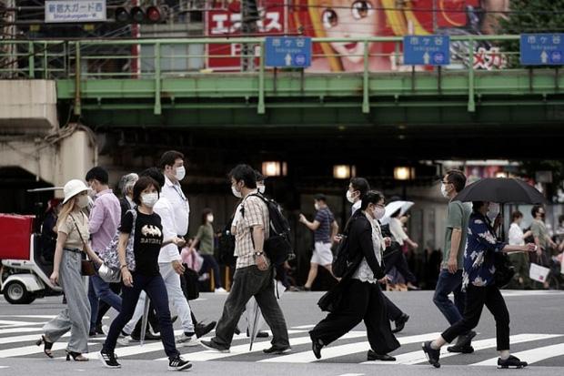Nhật Bản phát lời kêu gọi phòng chống COVID-19 bằng nhiều thứ tiếng - Ảnh 1.