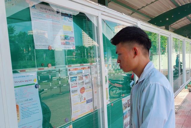 Nhu cầu tuyển dụng tăng, vẫn khó tìm việc ở Khánh Hòa - Ảnh 1.