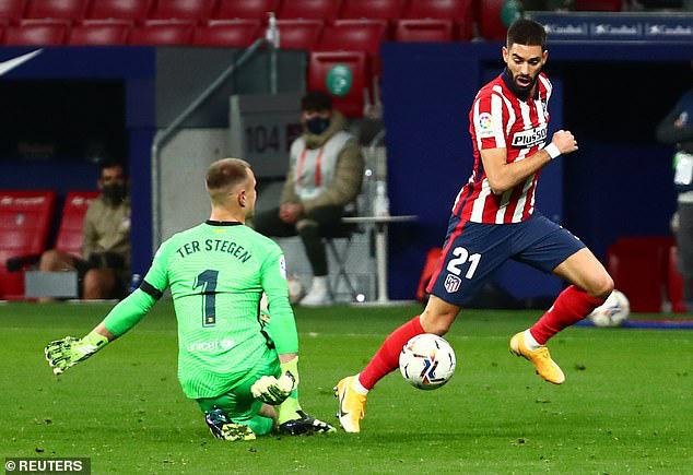 Atletico Madrid 1-0 Barcelona: Messi im tiếng, Barcelona thua trận thứ 3 trong mùa giải - Ảnh 3.