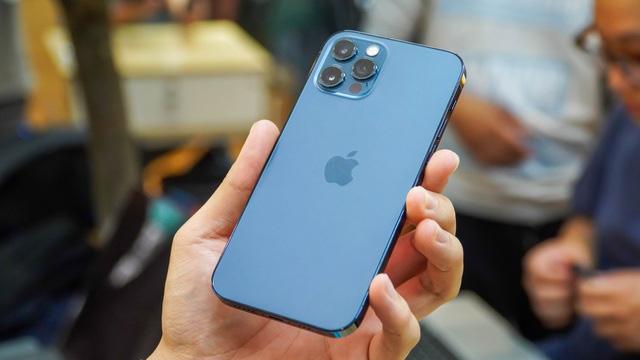 Giá iPhone 12 xách tay liên tục giảm nhưng vẫn đắt hơn máy chính hãng - Ảnh 1.