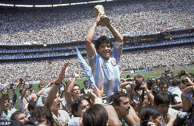 Cựu thủ môn Peter Shilton: Maradona vĩ đại nhưng không có tinh thần thể thao - Ảnh 2.