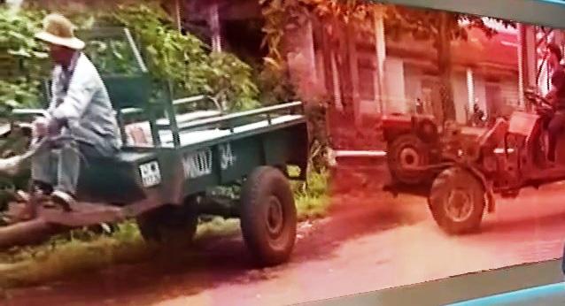 Xe tự chế, máy nông cụ - Mối nguy tiềm ẩn tai nạn giao thông mùa thu hoạch cà phê tại Đắk Lắk - Ảnh 1.