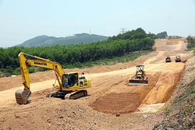Đề xuất chuyển thêm hai dự án thành phần cao tốc Bắc Nam sang đầu tư công - Ảnh 2.