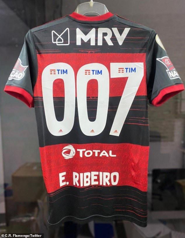 Áo đấu đặc biệt của Everton Ribeiro - Ảnh 1.