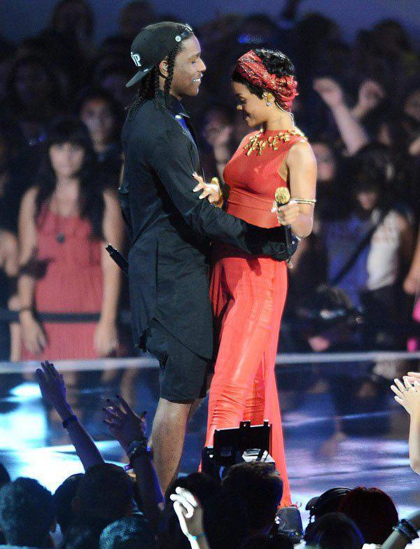 Rihanna hẹn hò bạn thân A$AP Rocky - Ảnh 1.