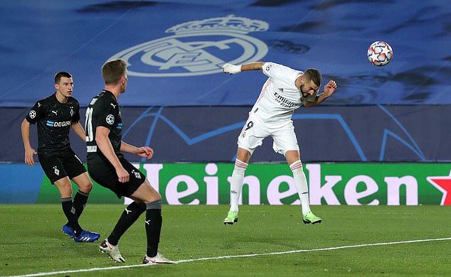 Real Madrid 2-0 Mgladbach: Cú đúp của Benzema - Ảnh 1.