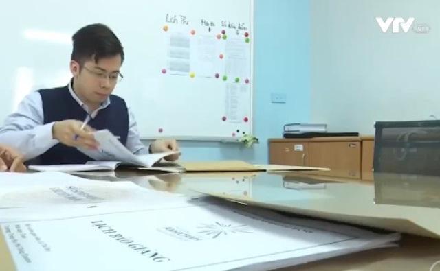 Tinh giản sổ sách gỡ gánh nặng giấy tờ cho giáo viên - Ảnh 1.