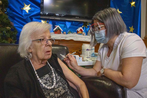 Canada khởi động chiến dịch tiêm chủng lớn chưa từng có - Ảnh 2.